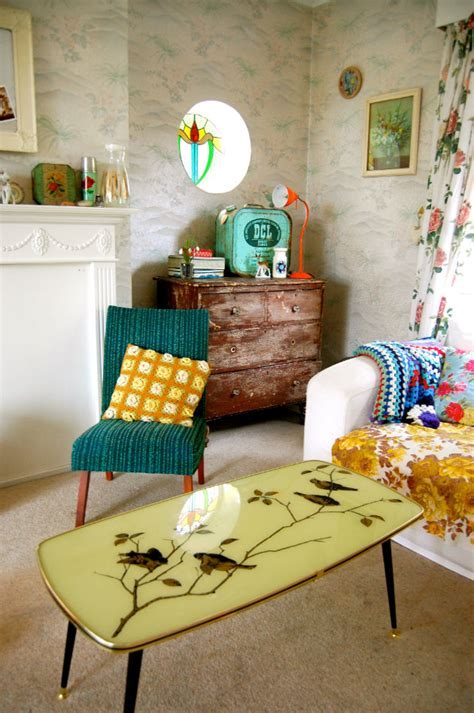 retro room decor vintage decorating ideas for your living room