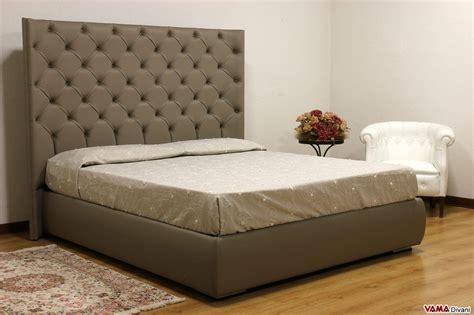 spalliera letto con cuscini letto con testiera di grandi dimensioni in pelle