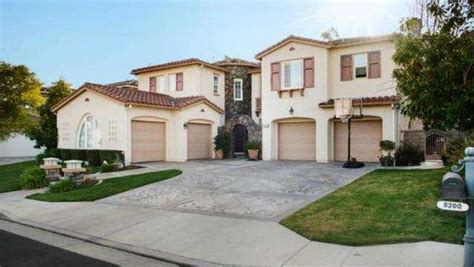 house  anaheim hills  huge lot  offered