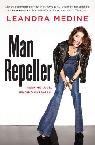man repeller seeking love finding overalls el libro de leandra medine viste la calle