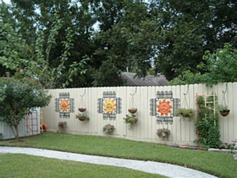 Backyard Fence Decorating Ideas 60 Cheap Diy Privacy Fence Ideas Wartaku Net