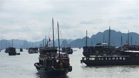 vietnam boat sinks two us tourists killed sleeping in vietnam tourist boat sinks killing 12 people