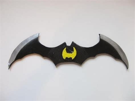 How To Make A Paper Batman Batarang - make the hylian shield doovi