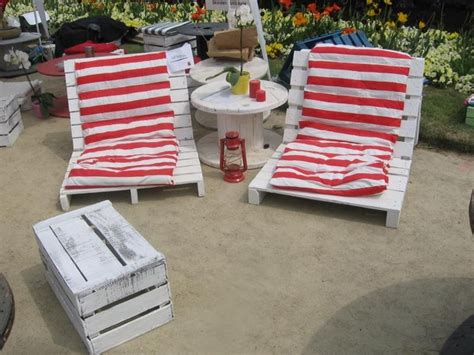 Pallet Cushion Ideas by 39 Outdoor Pallet Furniture Ideas And Diy Projects For Patio