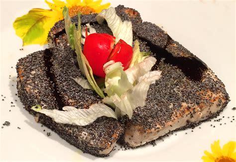 come cucinare filetto di tonno fresco filetto di tonno scottato con semi di papavero bollicine vip