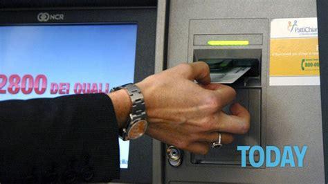 prelievo contante in limite ai prelievi dai bancomat quanto si pu 242 prelevare
