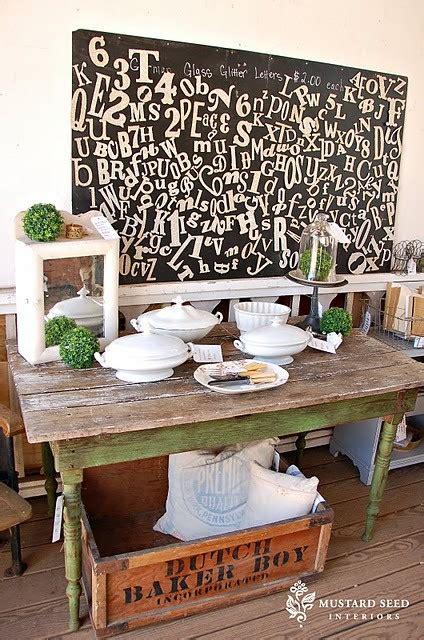 il niente al tavolo verde della parole arredano di arredamento e interni