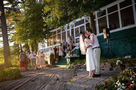 Cottage Wedding Ideas by Real Weddings Amanda And Ben S Cottage Wedding In The