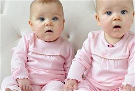 bebes hablando entre ellos v 237 deos de beb 233 s gemelos hablando entre ellos paperblog