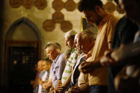 tutorial shalat tarawih bacaan niat doa sholat tarawih dan witir arekindo