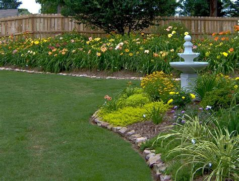 garden landscaping daylilies in the landscape