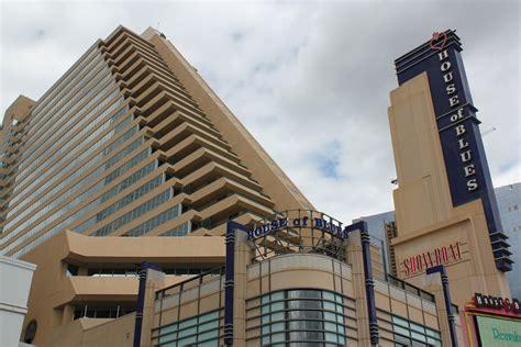 casino boat wi file showboat atlantic city jpg wikimedia commons