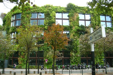 Plantenwand Binnen Zelf Maken by The Muse 233 Du Quai Branly In Boasts A Lush 650 Foot