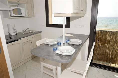 Superbe Cuisine Compacte Pour Studio #5: Kitchenette-coin-repas-avec-vue-sur-mer.jpg