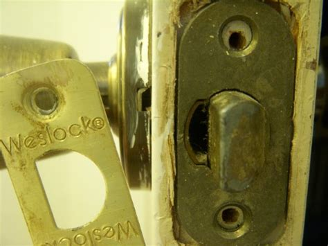 how to remove and replace a weslock doorknob all