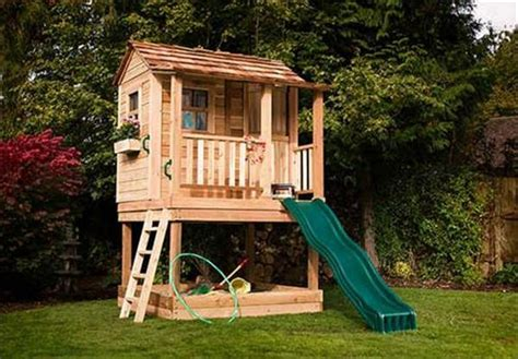 pallet play house diy pallet kids playhouse projects pallet wood projects
