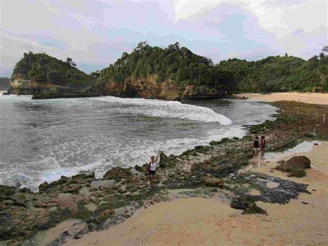 Paket Wisata Malang paket wisata malang pantai batu bengkung