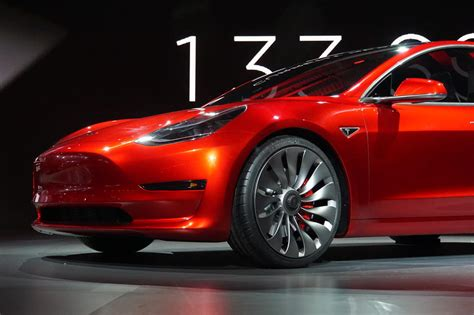 Tesla Model 5 Price Tesla Attracts The Masses With Model 3 Logs 276 000