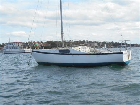 yacht needs hood 20ft fiberglass fixed keel yacht needs tidy up cheap