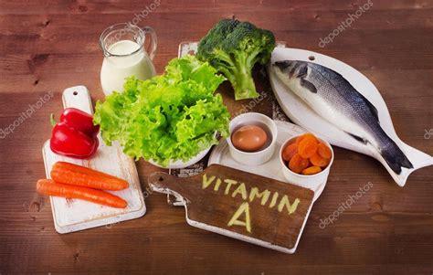 stock alimenti alimenti contengono vitamina a foto stock 169 bit245