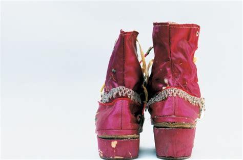 libro kodachrome frida kahlo fashion the artist s wardobe unlocked after 50 years photos flashbak