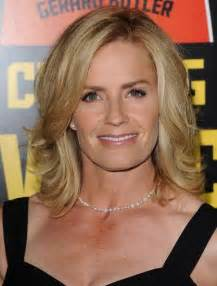 large apple and 50 hairstyle elisabeth shue s shoulder length cut haute hairstyles for women over 50 stylebistro