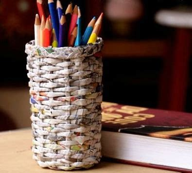 cara membuat kerajinan tangan kertas koran bekas cara membuat tempat pensil dari koran bekas dengan mudah 9