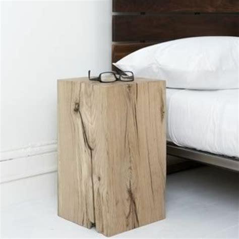 beistelltisch schlafzimmer beistelltisch aus holzblock oder baumstumpf tolle