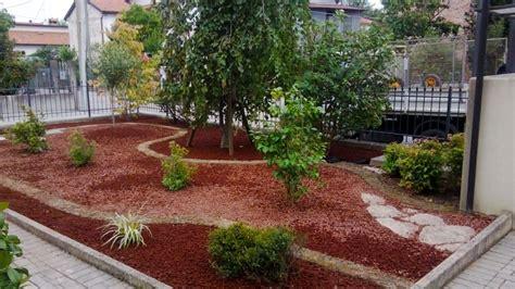 giardini con ciottoli aiuole di sassi