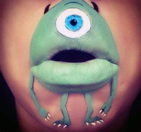 coole wandlen maskenbildnerin transformiert ihre lippen in coole comic