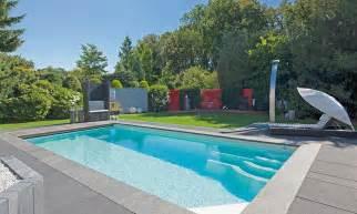 schwimmbecken im garten pool und gartengestaltung pool magazin