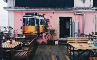 alfama patio hostel visiter lisbonne en 48h hostelworld