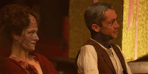 american horror story freak show episode 5 recap what you see isn t what you get huffpost american horror story freak show episode 12 recap show stoppers huffpost