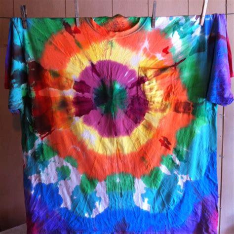 acrylic paint tie dye shirt acrylic paint tie dye diy craft ideas