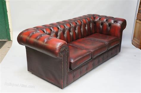 burgundy chesterfield sofa antiques atlas burgundy leather chesterfield sofa