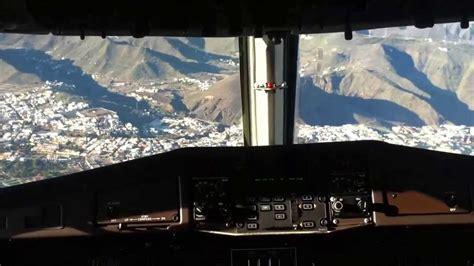 cabina di pilotaggio di un aereo atterraggio a el hierro isole canarie dalla cabina di