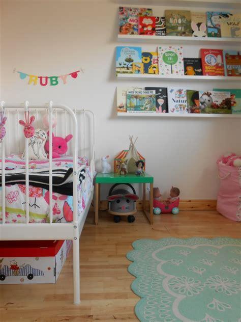 como decorar el cuarto de mi bebe niña ambientes infantiles una habitaci 243 n de ni 241 a con aires
