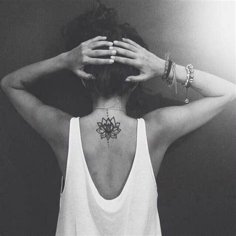 fiore di loto significato buddista meravigliosi tatuaggi coi fiori di loto foto e significato