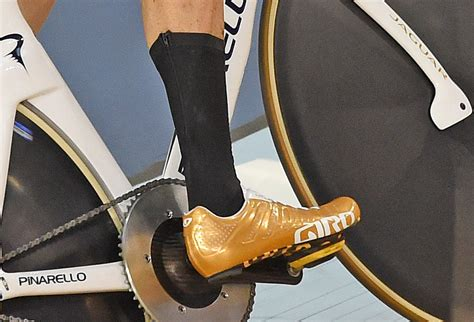 why wear bike shoes why are the gb pursuit squad not wearing socks cycling