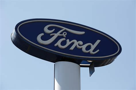 Ford Stock Forecast 2020 by Ford Gives Disappointing Outlook Says Turnaround To Take