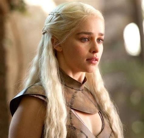 daenerys targaryen actress without makeup emilia clarke in the movie real life and without makeup