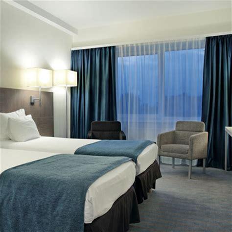 cortinas para hoteles tejido oscurante ign 237 fugo modelo arce para hoteles