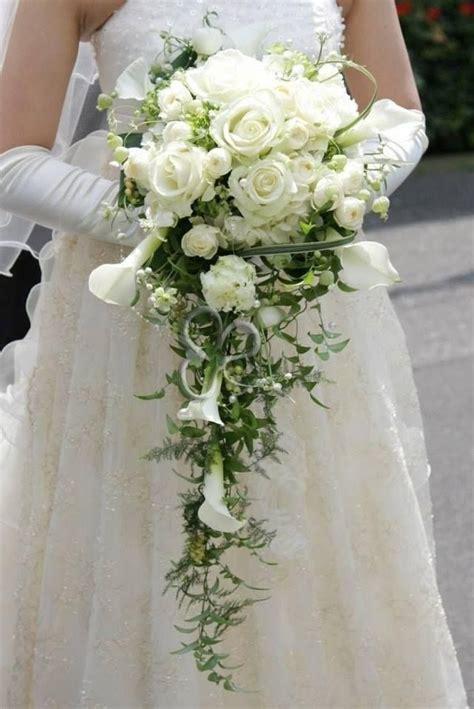 mazzo di fiori per sposa 1000 idee su bouquet a cascata su bouquet da