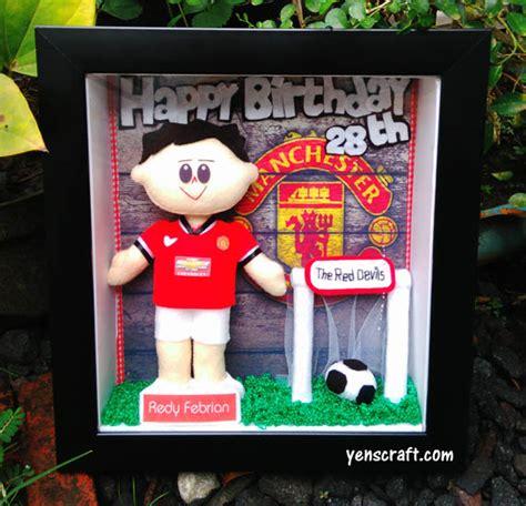 Boneka Wisuda Manchester United Mu Plus Nama Dan Pin 30cm kado ulang tahun boneka yenscraft