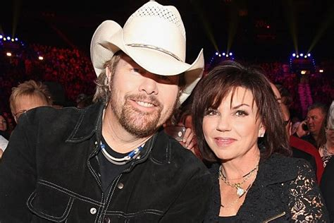Tricia Lucus Also Search For Toby Keith Marries Tricia Lucus