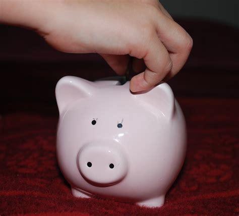 Cosa Piggy Banks bambini e soldi come educarli a non sprecare