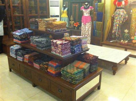 Jenis Batik Batik berbagai jenis batik di butik batik soga laweyan picture of koeng batik laweyan