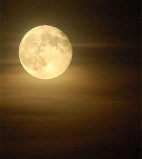 imagenes romanticas bajo la luna poemas escritos con el alma frases c 233 lebres a la luna