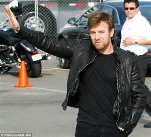 Classic Scrolldown Halliwells So So Ensemble by Ewan Mcgregor Pulls Up To The Independent Spirit Awards On