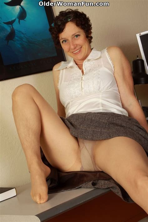 42 Year Old Milf Artemisia Shows Her Hairy Pussy Photo